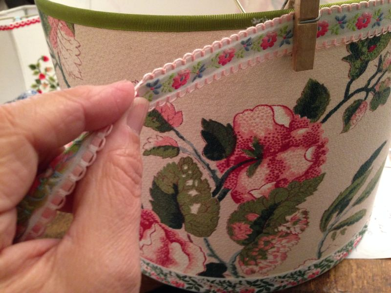 Adding a trim to drum lampshade